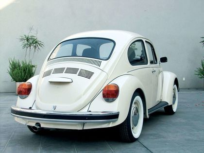 Volkswagen-Beetle_Last_Edition_2003_1600x1200_wallpaper_07.jpg