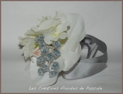 bracelet de fleurs mariage gris blanc r cr ation florale blog d 39 art floral blog mariage. Black Bedroom Furniture Sets. Home Design Ideas