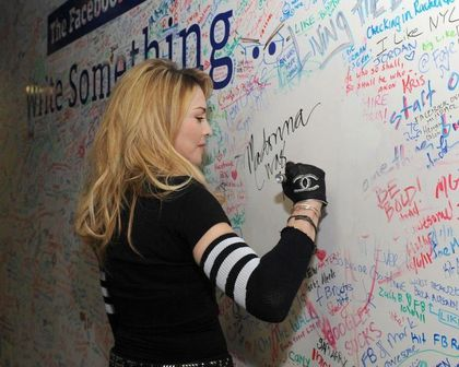Photos: Madonna and Jimmy Fallon signing the Facebook Wall - March 24, 2012
