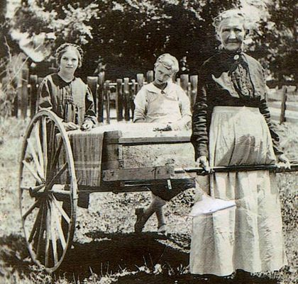 Handcart GM + 2 girls, 1903 Surrey, Eng.-copy-1