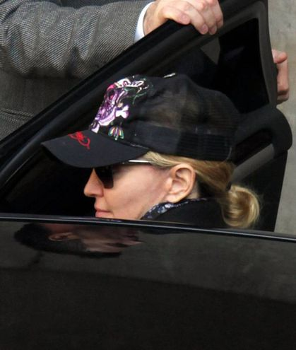 Madonna at the Kabbalah centre in London - October 23, 2010