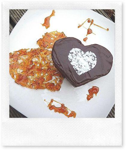 coeur moelleux chocolat sur grille de caramel