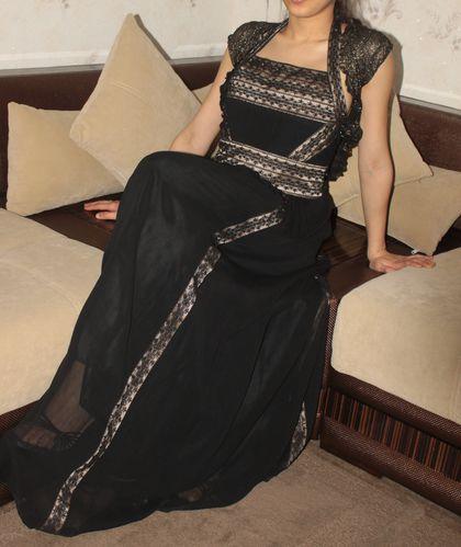 Robe souheilla noire assise