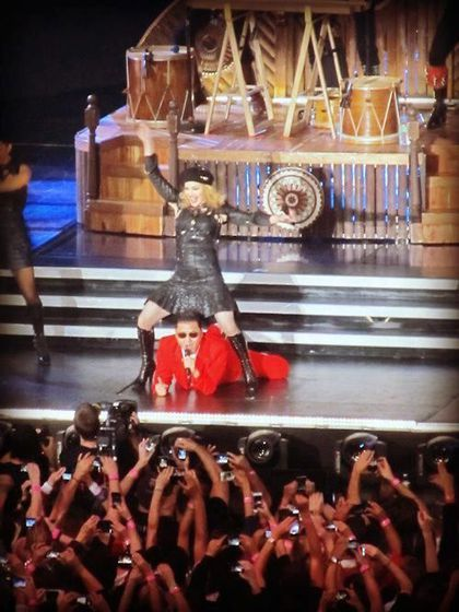 Madonna - MDNA Tour: Videos - Madonna in ''Gangnam Style'' with surprise guest PSY in New York - Nov. 13, 2012