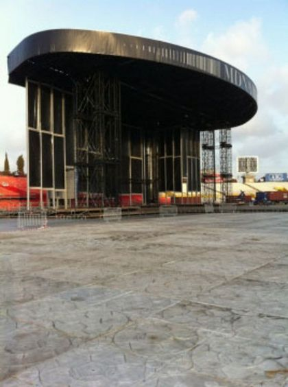 Madonna - MDNA Tour: More photos from backstage in Tel Aviv, Israel
