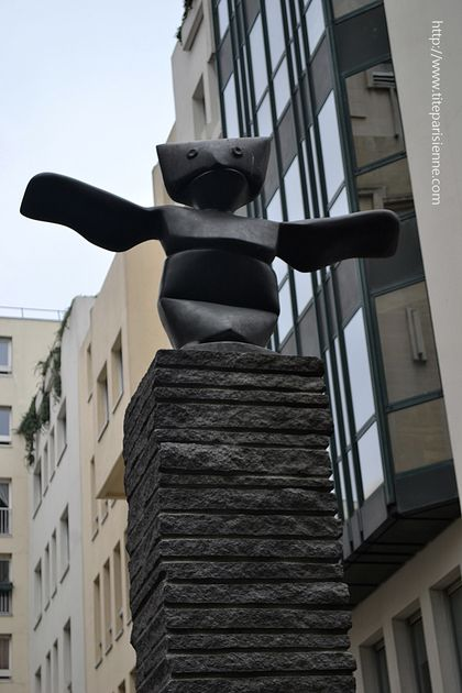 Article statue Beaubourg 1