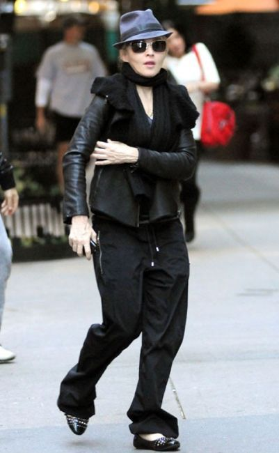 Madonna at the Kabbalah centre in New York - November 13, 2010