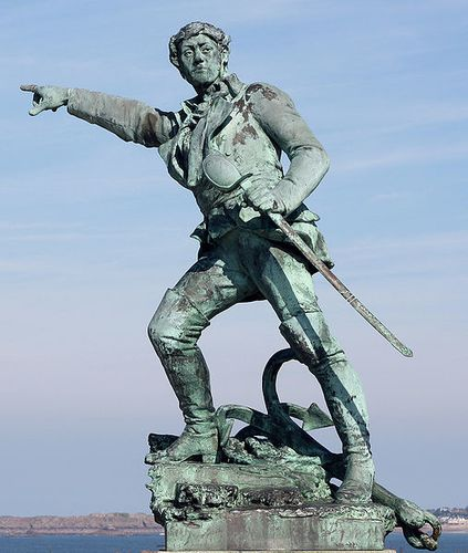Surcouf - statue