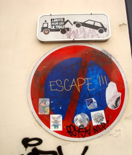 escape street-art Montmartre message panneau