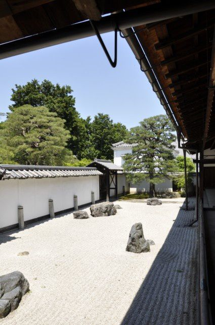 http://img.over-blog.com/425x640/4/51/81/58/photo-kyoto-159.jpg