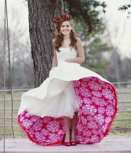 robe-mariee-interessante-blanc-rouge-moderne.jpg