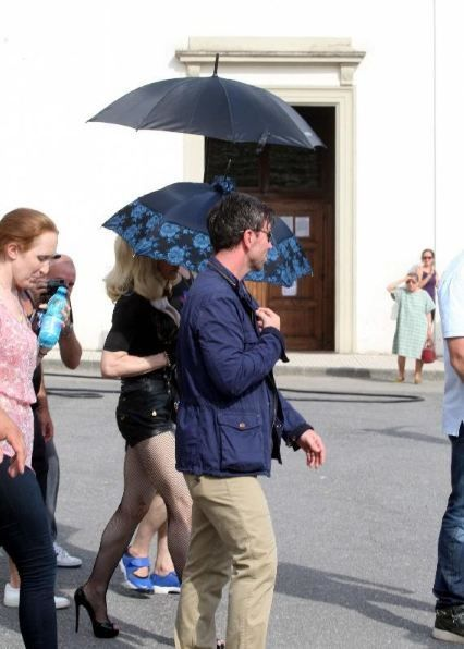 20120618-pictures-madonna-turn-up-the-radio-set-15