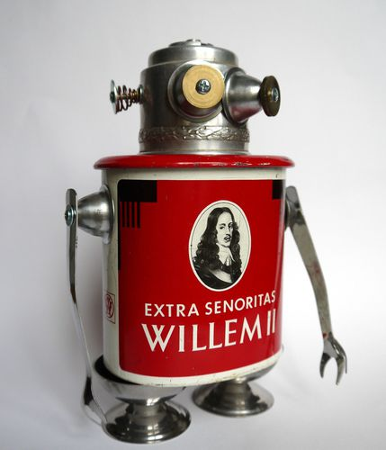 recycled metal art sculpture robot: Willem