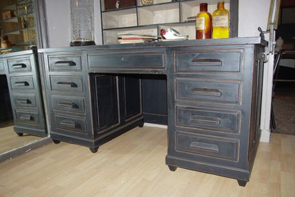 bureau administratif en bois peint vendu le blog du marchand d 39 oublis. Black Bedroom Furniture Sets. Home Design Ideas
