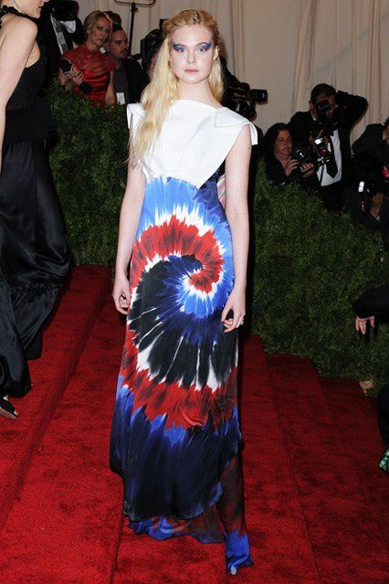 elle-fanning-vogue-7may13-pa_b_426x639.jpg