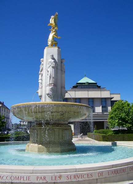 1476 American Service of Supply Monument and Fountain, Tour