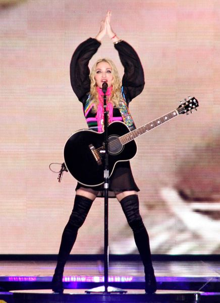 madonna-sticky-ans-sweet-tour-miles-away