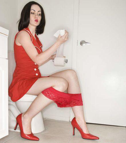 femme-aux-toilettes.jpg