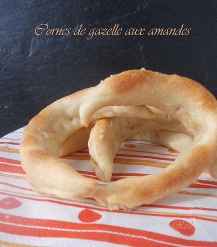 cornes-de-gazelle-aux-amandes2.jpg