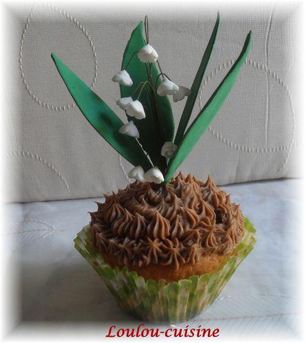 brin-de-muguet-sur-cupcakes.jpg