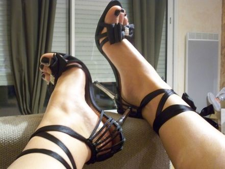 Melinda's pretty feet 011