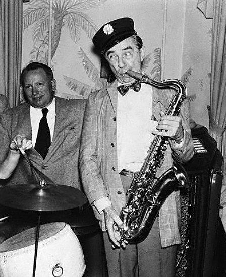 BELA LUGOSI AU SAXOPHONE