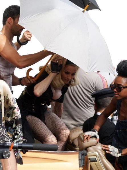20120618-pictures-madonna-turn-up-the-radio-set-18
