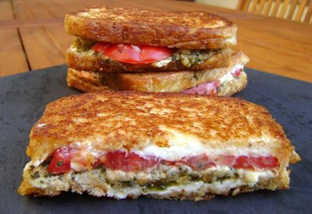 Grilled-Cheese-Pesto-Sauge-et-Tomates-2.JPG
