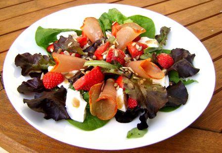 Salade-Fraises--Mozzarella-di-Buffala-et-Lomo.JPG