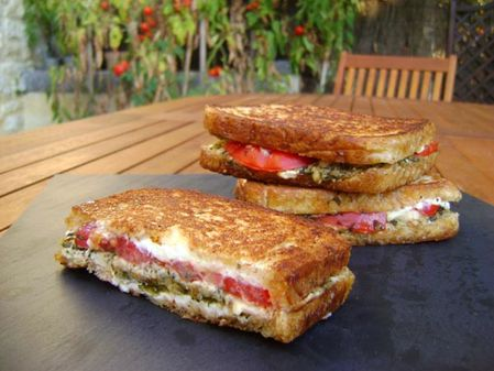 Grilled-Cheese-Pesto-Sauge-et-Tomates.JPG