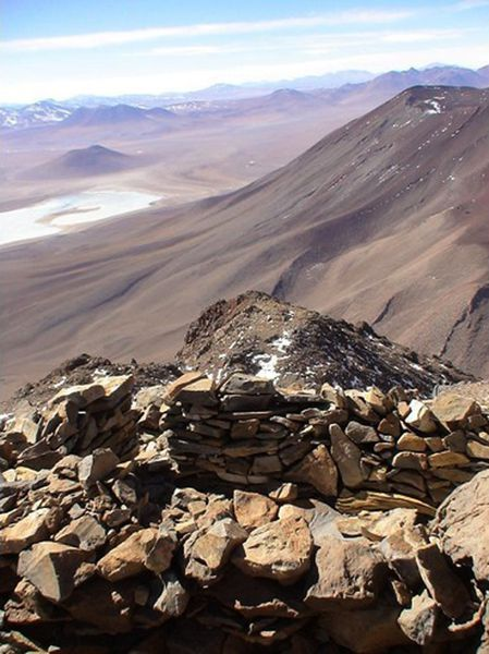 4828146-Inca_Ruins_on_the_peakcrater_rim_of_Licancabur_Boli.jpg