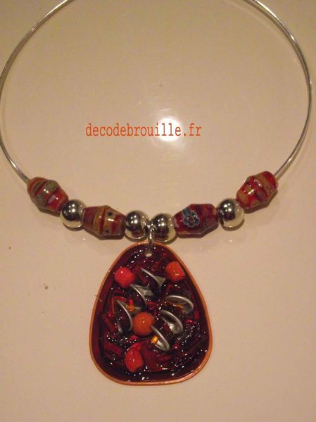 COLLIER T MARRON ET ORANGE