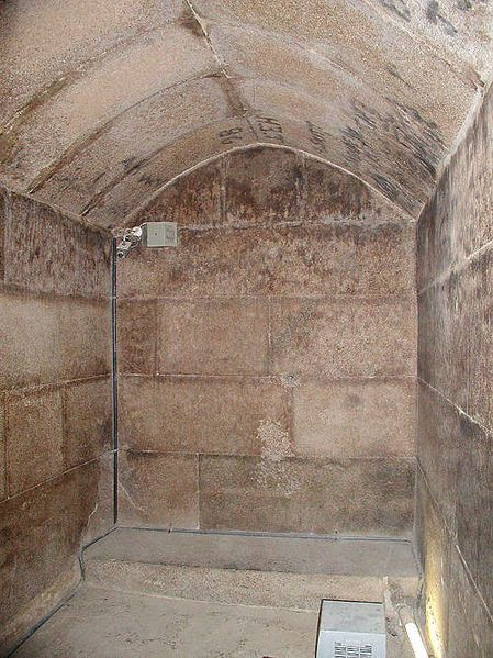 449px-17 menkaure burial chamber