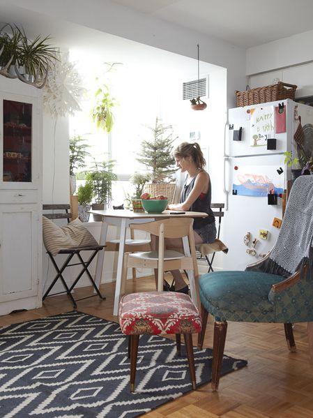 petit appartement pour une maman designer deux enfants un chat deux cochons d 39 inde et. Black Bedroom Furniture Sets. Home Design Ideas