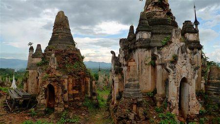 vieilles-stupas-d-Inthein--2---Small-.JPG