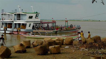 au-bord-de-l-Ayeyarwady--2---Small-.JPG
