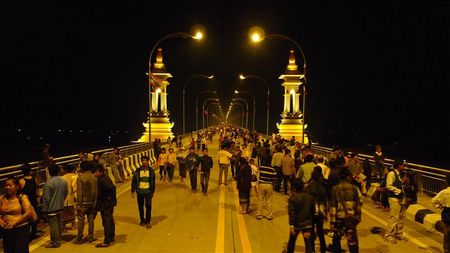 inauguration-pont-frontiere-Thai-et-Laos--5---Small-.JPG