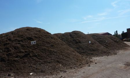 article_compost-brut-disponible-a-la-plateforme-de-composta.JPG