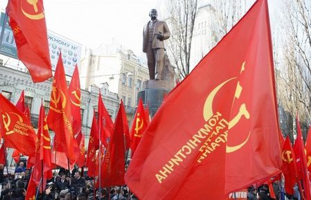 a-Ukraine-Communist-Party-flags.jpg