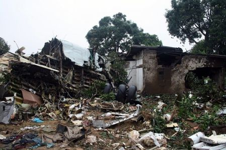 crash-brazza-debris-habitations