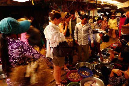 Tiph-et-Al-marche-Kampot--Small-.JPG