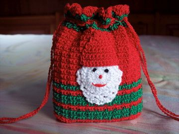 pochette-Noel-sac-cadeaux-crochet