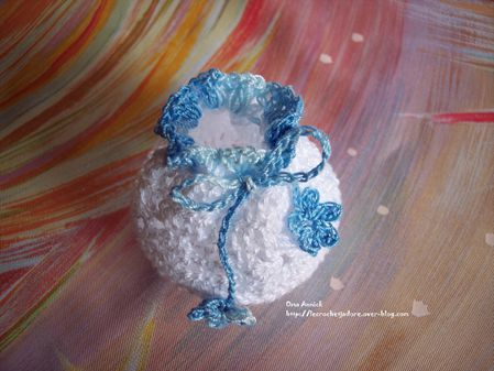 bourse-dragees-bapteme-communion-crochet