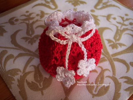 bourse-noel-friandises-cadeau-decoration-crochet