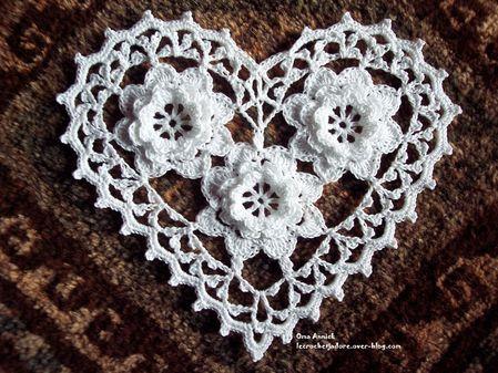 coeur-trois-roses-saint-valentin-cadeau-deco-crochet