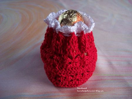 hotte-Pere-Noel-decor-table-pochon-crochet