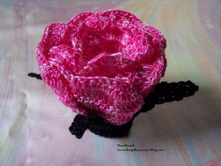 rose-noir-pochon-dragees-mariage-gothique-deco-table
