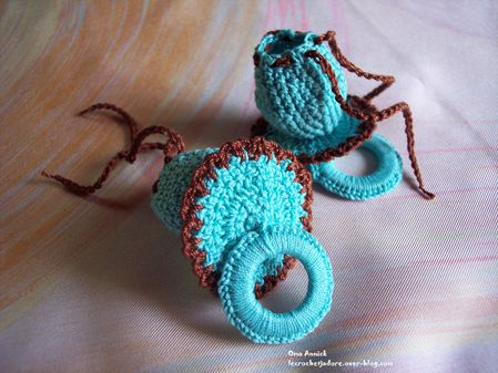 tetines-pochons-dragees-chocolat-turquoise-crochet