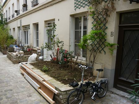 Photo terrasse parisienne avant intervention Silvère Douma