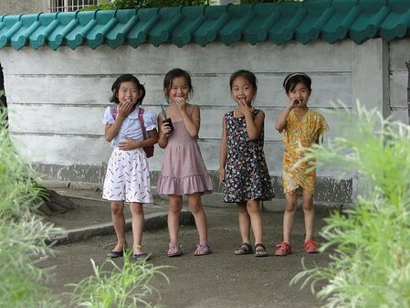 Enfants-chine-observant.JPG